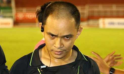 Trọng tài biên Trung Hậu trong trận đấu Sài Gòn FC - Cần Thơ.