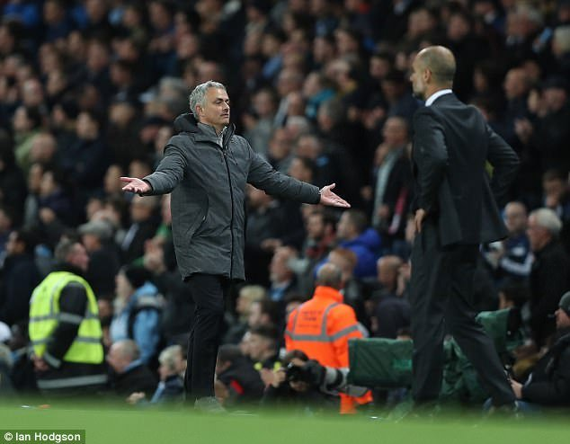 Hinh anh Derby Manchester: Man United lap ky luc kiem soat bong te hai