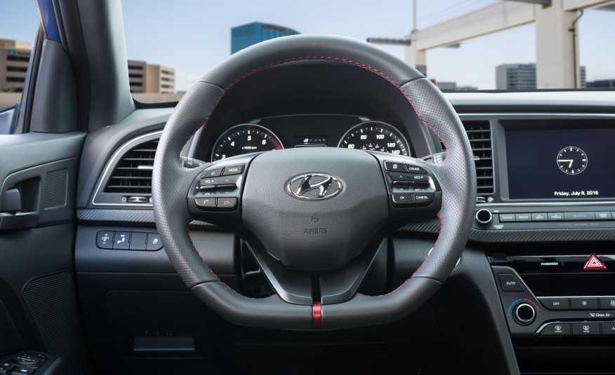 Hyundai Elantra Sport 2017 thiết kế mới để cạnh tranh với Honda Civic 6