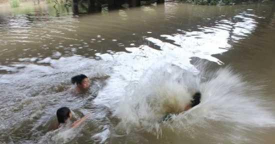 Thanh Hóa: Rủ nhau ra kênh tắm, 2 bé gái bị đuối nước