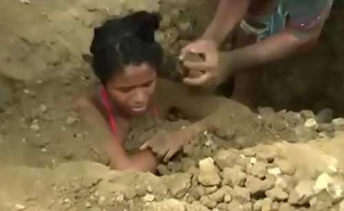 Thiếu nữ 18 tuổi bị gia đình chôn sống để chữa bệnh do sét đánh - 1