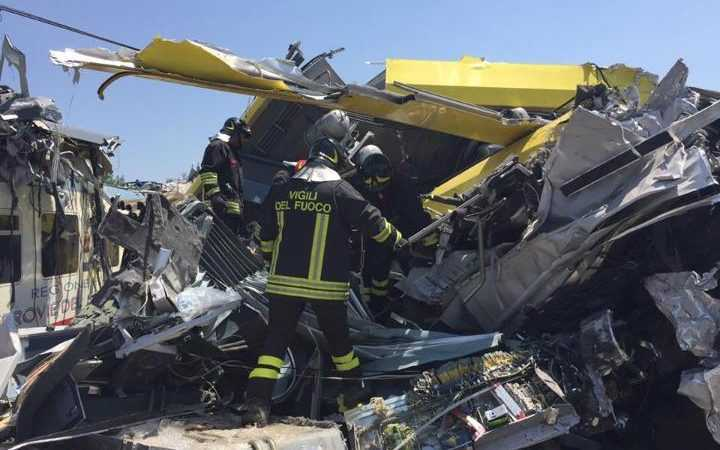 13659156_Fire_fighters_train_crash-large_trans++EDjTm7JpzhSGR1_8ApEWQA1vLvhkMtVb21dMmpQBfEs