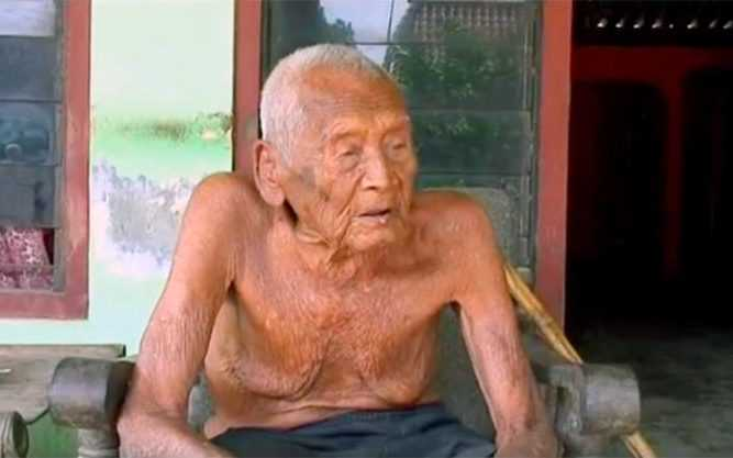 106830531_Pic_shows_The_old_man_-_Mbah_Gotho_145__An_Indonesian_man_who_has_emerged_from_obscurity_t-large_trans++PpxVirPAjxmotgfVarg4PxdAiPe6HumnGP4VZ5n4xag