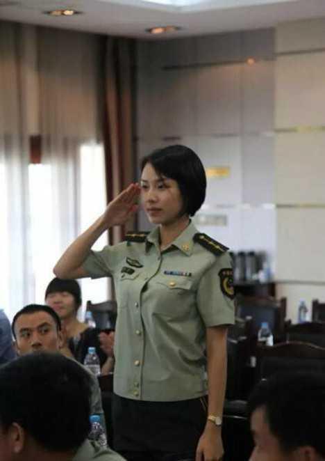 woman_in_uniform5
