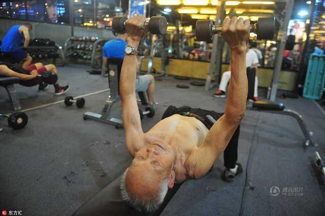 muscle_grandpa_returns4