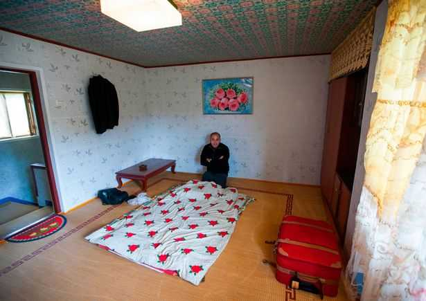 PAY-AIRBNB-IN-NORTH-KOREA (12)