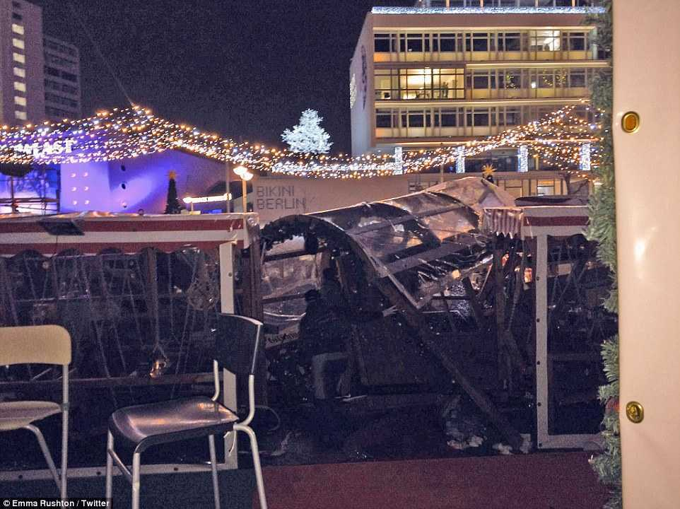 3B8671E700000578-4049442-The_lorry_has_ploughed_through_a_Christmas_market_in_Berlin_kill-a-11_1482179453960