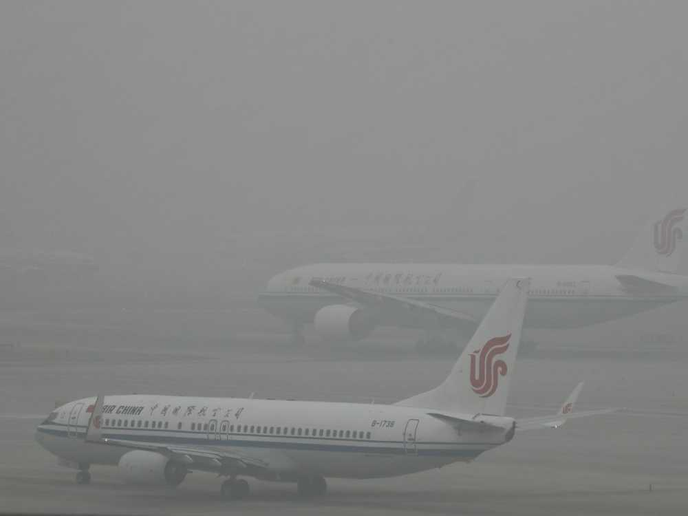 but-air-china-passenger-planes-were-shrouded-by-heavy-smog-this-week-beijing-capital-international-airport-cancelled-hundreds-of-flights-due-to-low-visibility