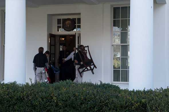 Furniture-is-carried-out-of-the-West-Wing-of-the-White-House-as-Trump-prepares-to-move-in-795086