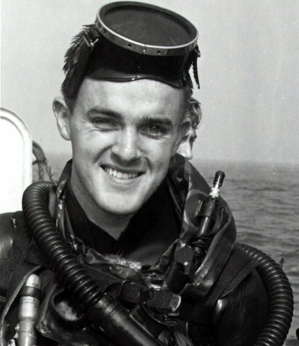Bob Kerrey hồi còn trong lực lượng Seals của hải quân Mỹ trong chiến tranh Việt Nam