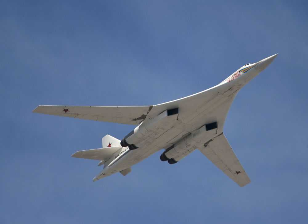 Máy bay ném bom siêu thanh chiến thuật Tu-160