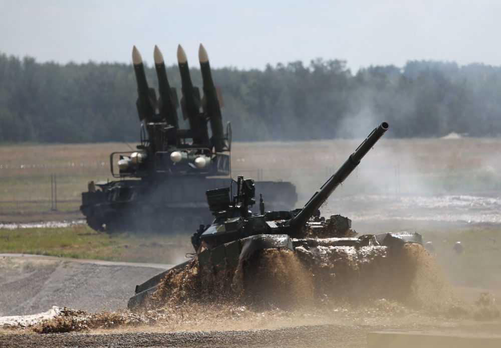 Xe tăng chủ lực T-90 với hệ thống pháo nòng trơn 125mm