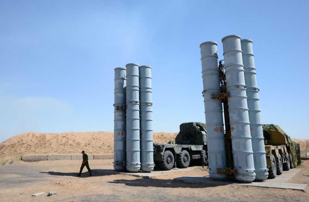 Hệ thống tên lửa phòng không S-300 với khả năng theo dõi, tấn công nhiều mục tiêu đồng thời