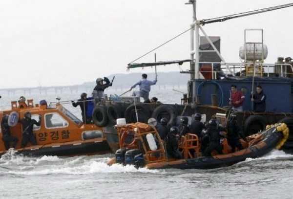 Va chạm giữa lực lượng bảo vệ bờ biển Hàn Quốc và một tàu cá trung Quốc đánh bắt trái phép