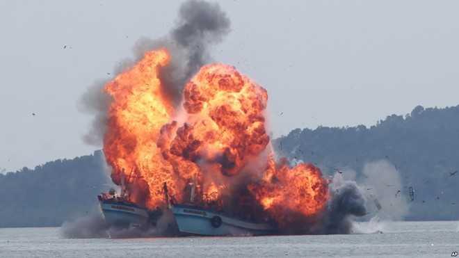 Indonesia đánh đắm tàu cá nước ngoài xâm phạm chủ quyền.