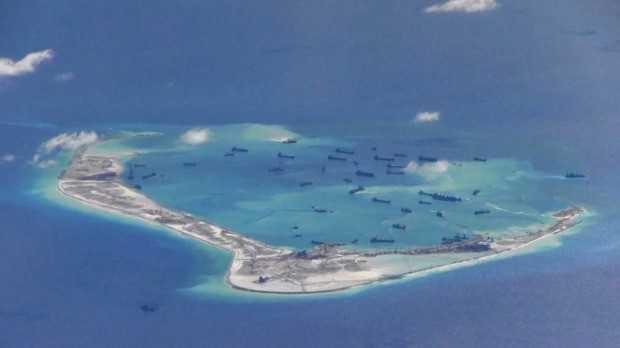 Các tàu nạo vét của Trung Quốc hoạt động tại đá Vành Khăn thuộc quần đảo Trường Sa của Việt Nam.