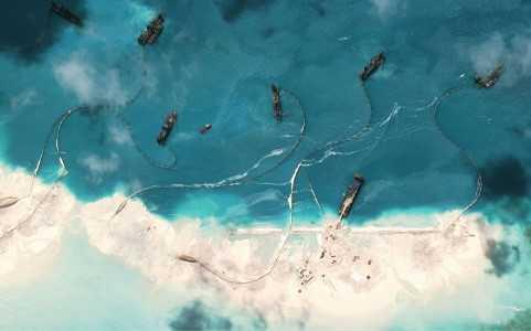 Hình ảnh vệ tinh Trung Quốc cải tạo phi pháp bãi Vành Khăn thuộc quần đảo Trường Sa của Việt Nam