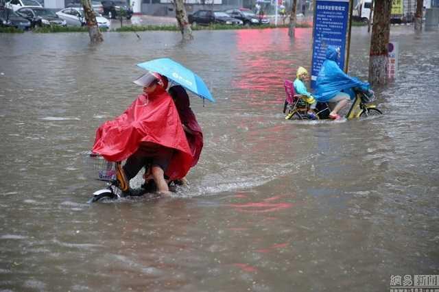 Người dân tìm mọi cách chống lại thời tiết
