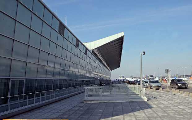 Sân bay Chopin, Ba Lan