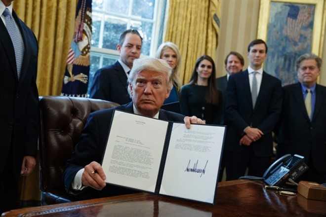 Lien tiep ky sac lenh, Trump co the trat banh hinh anh 1