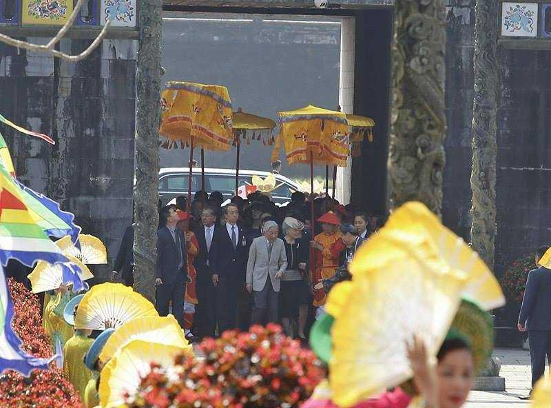 Hình ảnh ấn tượng Nhật hoàng và Hoàng hậu thăm Đại nội Huế ảnh 1