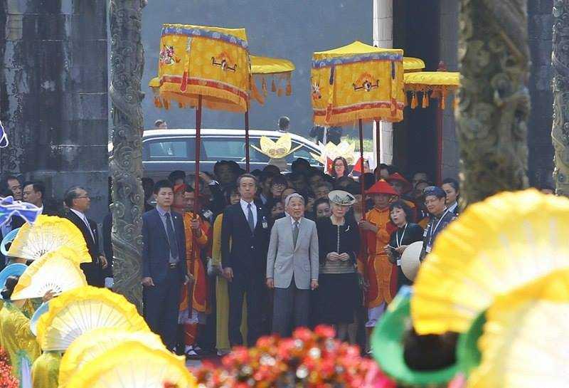 Hình ảnh ấn tượng Nhật hoàng và Hoàng hậu thăm Đại nội Huế ảnh 2
