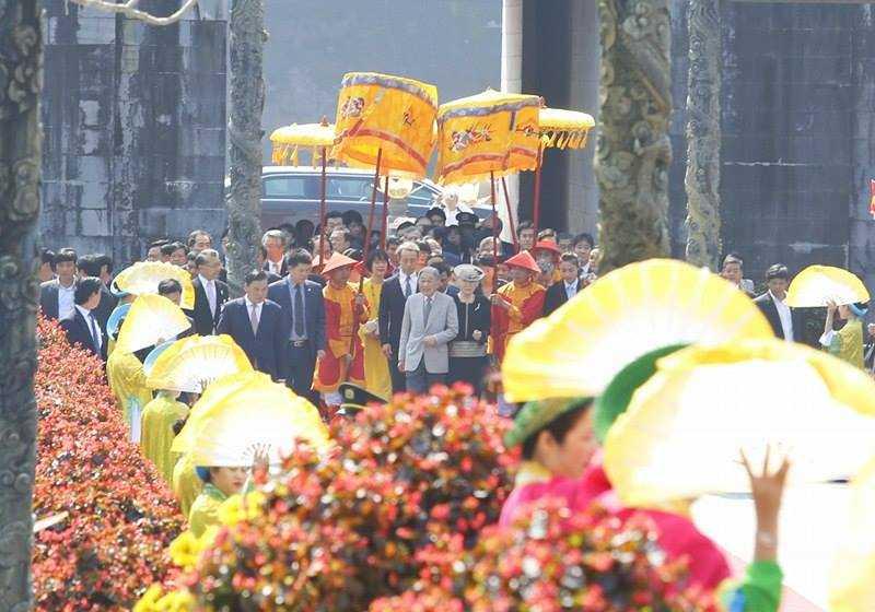 Hình ảnh ấn tượng Nhật hoàng và Hoàng hậu thăm Đại nội Huế ảnh 3
