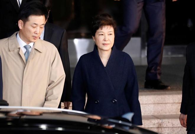 Ba Park Geun Hye ve nha sau 22 tieng bi tham van hinh anh 1