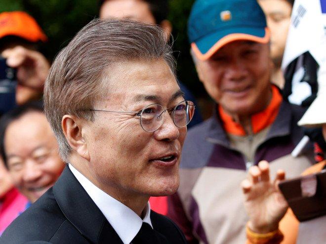 Chu tich nuoc chuc mung tan Tong thong Han Quoc Moon Jae In hinh anh 1