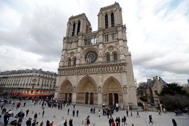 No sung o khu vuc Nha tho Duc ba Paris hinh anh 1