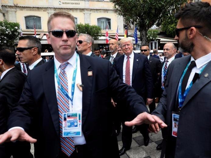 Can canh doi mat vu bao ve 'ong trum' Trump hinh anh 2