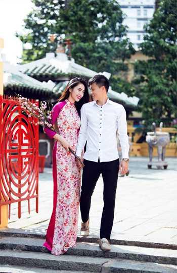 Công Vinh và vợ Thủy Tiênrất chămđi làm từ thiện, và có quan niệm sống hướng theo đạo Phật. Ảnh: Lê Thiện Viễn.