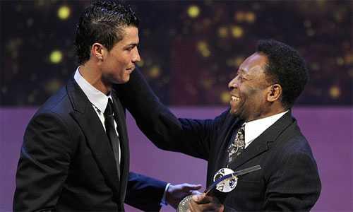Pele khen Ronaldo là cầu thủ số một thế giới hiện nay. Ảnh: AFP.