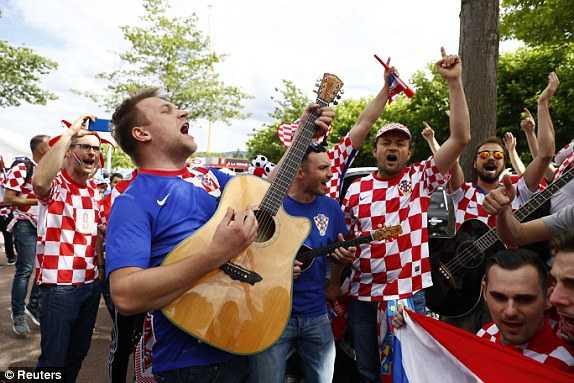 1466174486551_lc_galleryImage_Football_Soccer_Czech_Rep