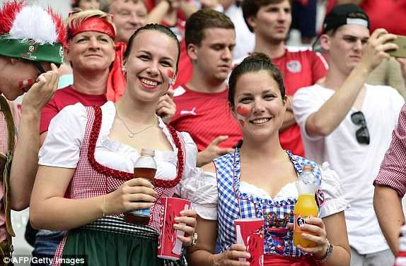 1466608650760_lc_galleryImage_Austria_fans_wait_for_the