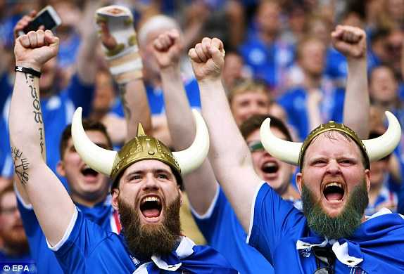 1466608737157_lc_galleryImage_epa05383546_Iceland_fans_
