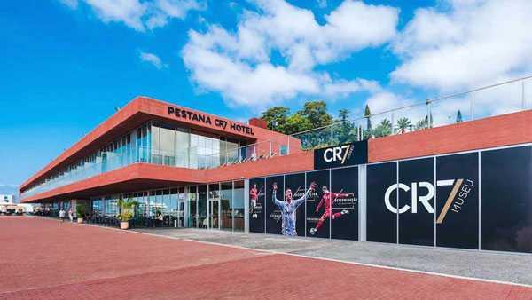 Bảo tàng mang tên CR7 của C. Ronaldo cũng đặt cạnh khách sạn của anh.