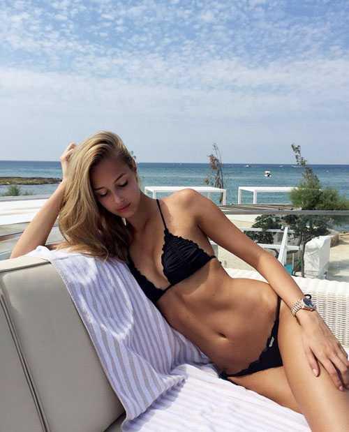 Tranh thủ giải vô địch Trung Quốc đang tạm nghỉ, Graziano Pelle và bạn gái xinh đẹp Viktoria Varga đi nghỉ mát. Trên Instagram, người đẹp Hungary khiến các fan không rời mắt khi khoe thân hình quyến rũ với bộ bikini đen.