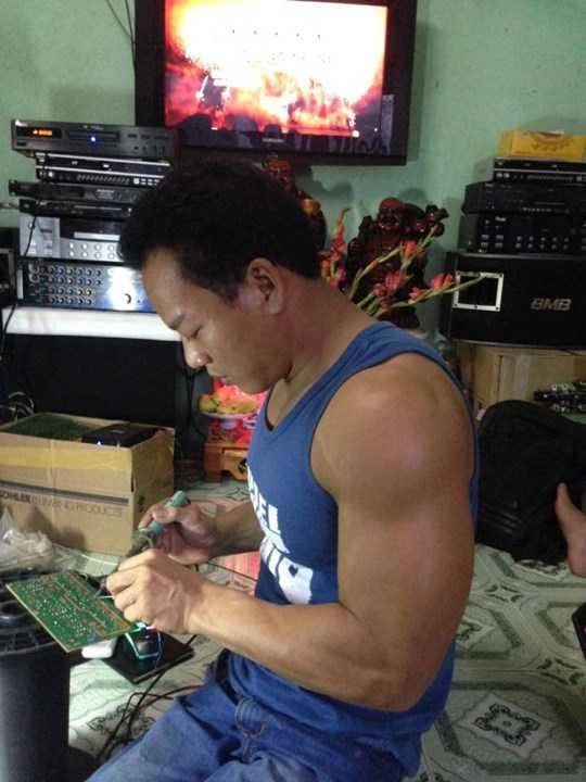 Dấu sắp đón nhận cơn mưa tiền thưởng, nhưng chắc chắn Văn Công vẫn tiếp tục gắn bó với nghề sửa điện tử lâu nay