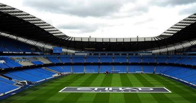 Sân vận động Etihad của Man City được đưa vào sử dụng cho các trận bóng đá từ năm 2003, chi phí xây dựng 112 triệu bảng. Tháng 8/2015, sân được nâng cấp và hiện có sức chứa 55.000 chỗ ngồi.