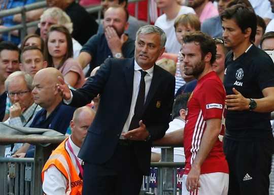 Gần như Mourinho chỉ dùng Mata một cách miễn cưỡng