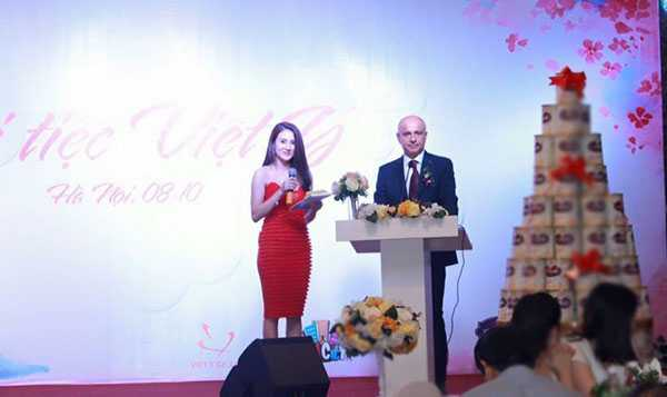 Hôm 8/10 vừa qua,Khánh Chi đảm nhận vai tròMC cho mộtsự kiện ở Hà Nội.