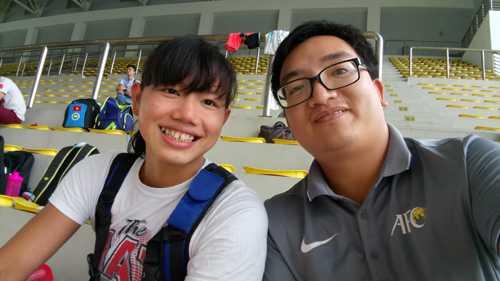 Ánh Viên (trái)có mặt tại Cung thể thao dưới nước sáng 18/10. Ảnh:Lâm Thỏa.