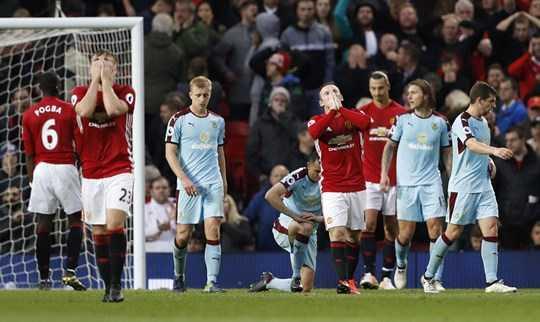 Các cầu thủ Man United bất lực trước khung thành Burnley