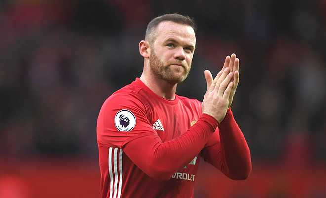 Ngay-Rooney-sanh-ngang-Bobby-Charlton