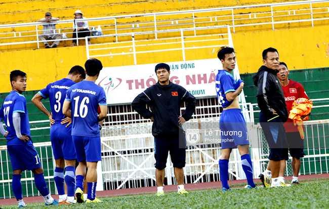 Chuyện lạ từ sự lạnh lùng của đội tuyển Việt Nam và HLV Hữu Thắng - Ảnh 1.