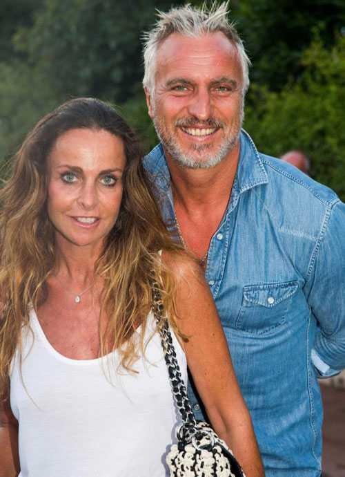 David Ginola và bà xã Coraline có 25 năm gắn bó và có hai đứa con đều đã trưởng thành. Ảnh: Sun.