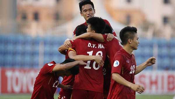 HLV Hoàng Anh Tuấn: Tôi lo cho các cầu thủ U20 - ảnh 1