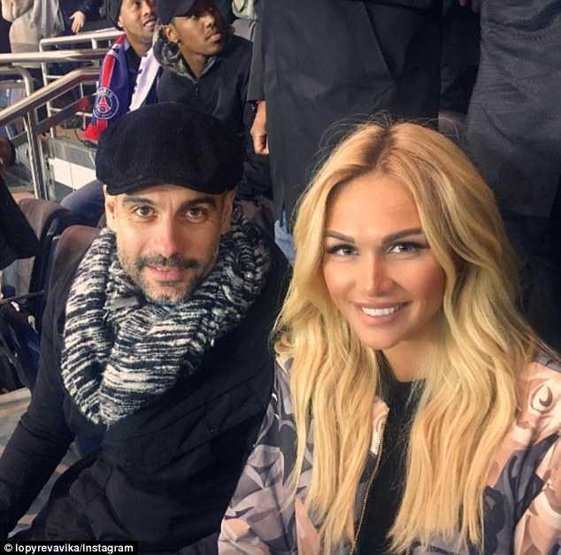 Guardiola ngồi cạnh siêu mẫu Nga do thám đối thủ - Ảnh 1.