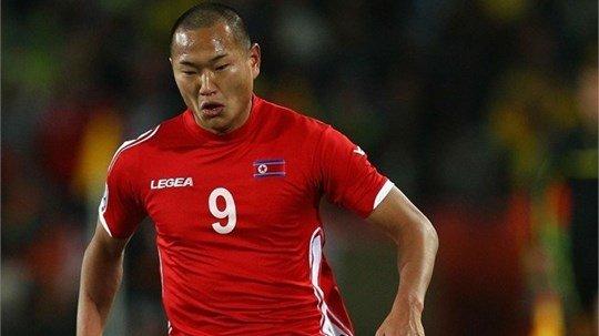 Jong Tae-se là 1 trong những cầu thủ Triều Tiên sinh ra ở Nhật Bản luôn hết mình phụng sự đội bóng quê hương
